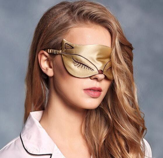Шелковая маска для сна с вышивкой «Лиса» золотая