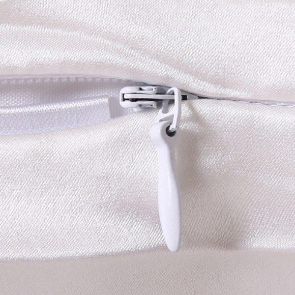 Наволочка из натурального шелка белая